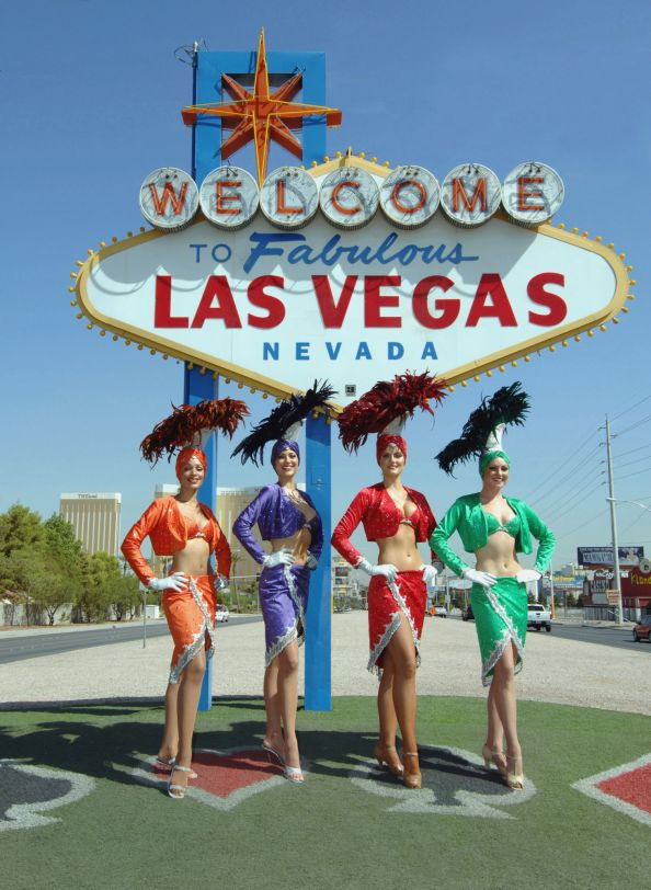 Showgirls at the Welcome Sign - 8-15-07