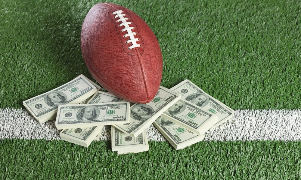 This image has an empty alt attribute; its file name is super-bowl-payments-commerce-1000x600superbowl.jpg